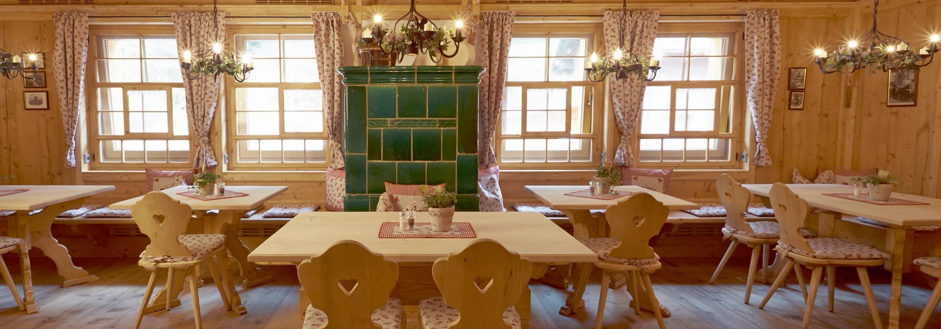 Hotel avec restaurant baiersbronn h tel forsthaus auerhahn - Hotel en foret noire avec piscine ...